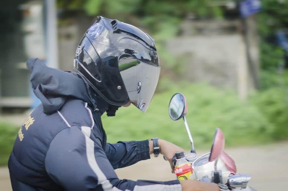 Devez vous porter un air bag lorsque vous êtes en moto ?