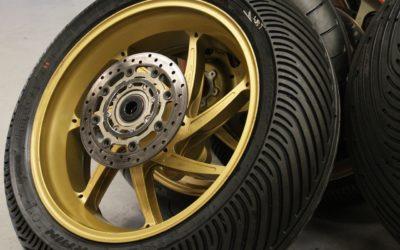Quelle est la bonne pression des pneus moto ?