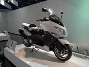 un scooter yamaha tmax