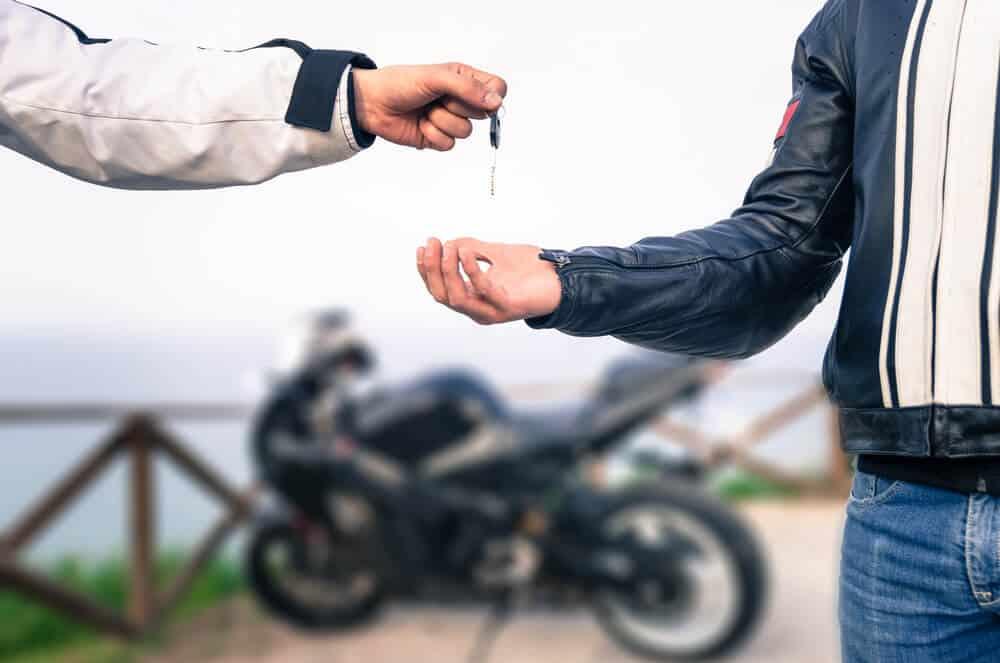Achat d'une moto neuve : prêt classique ou leasing ?
