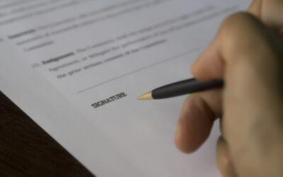 Quelles informations doit contenir un contrat d'assurance moto ?
