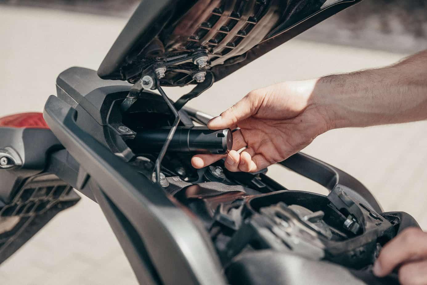 cache du gps moto dans la moto