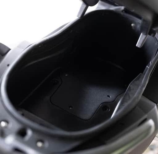 Frison scooter T10 noir coffre