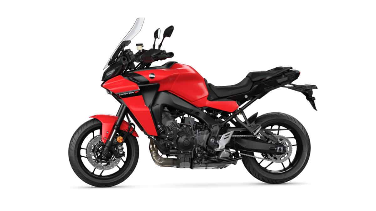 Yamaha Tracer 900 rouge de profile